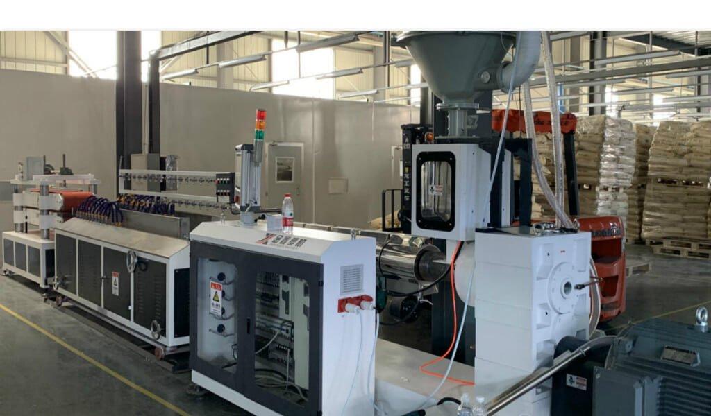 plastic extruder manufacturer